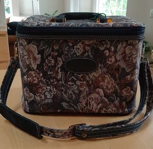 Vintage Brocade Train Case for Sale in Port Orchard, WA
