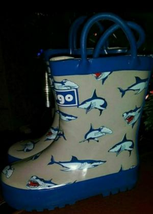 New todddler rain boots size 6 for Sale in Victorville, CA