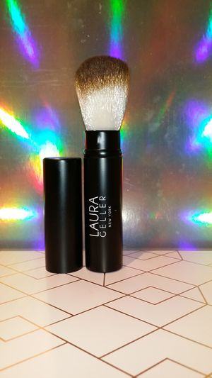 NEW Laura Geller Retractable Makeup Brush for Sale in Parma, OH
