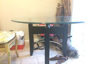 Sturdy Glass top kitchen table. Like new! for Sale in Gastonia, NC