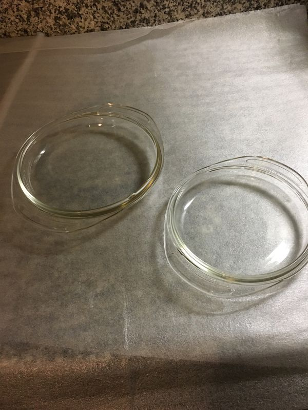 Set of two Pyrex casserole dish lids 682 for a 1qt round dish and 683 for 1 1/2qt round dish