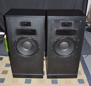 Klipsch Forte 3-way Speakers for Sale in Chicago, IL