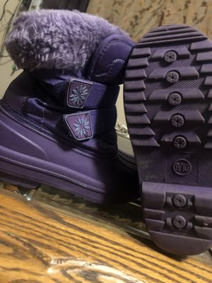 Snow boots sizes 9/10 for Sale in Los Angeles, CA