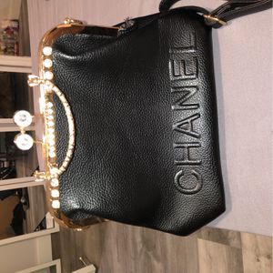 Chanel bag/purse black and gold for Sale in Hialeah, FL