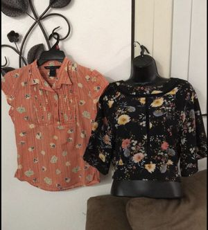 Ladies Summer Floral Tops Set/2 Size SMALL for Sale in Los Angeles, CA