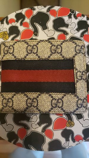 GUCCI Mens GG Web Wallet for Sale in Fitchburg, MA