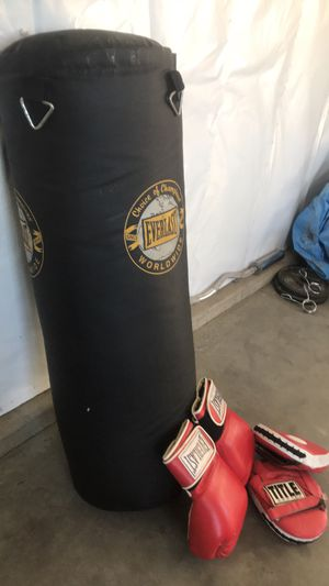 Everlast Heavy bag, focus mitts and gloves for Sale in Wenatchee, WA
