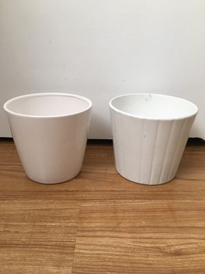 2 white pots for plants for Sale in Lakewood, CA