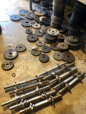 """Dumbbell handles and 400lbs of weight 1"""" for Sale in Saint Charles, MO"""