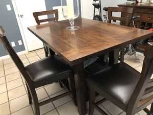 Wood kitchen table and chairs for Sale in Hollywood, FL