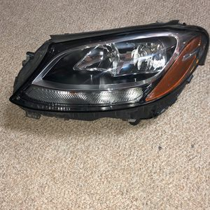 2015 2016 2017 2018 MERCEDES BENZ C CLASS W205 LEFT SIDE HALOGEN HEADLIGHT OEM for Sale in Silver Spring, MD