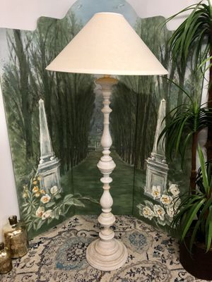 """White Wash Wood Carved Floor Lamp (Height 66"""") for Sale in Boynton Beach, FL"""