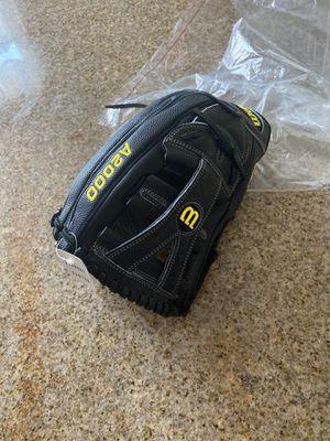 Baseball glove for Sale in Victorville, CA