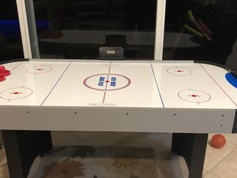 American Legend Air Hockey Table for Sale in Lake Worth,  FL