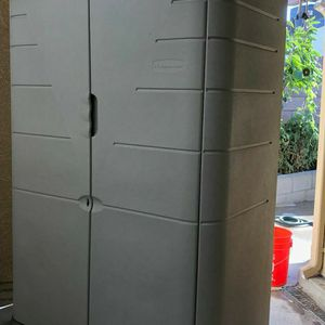 Rubbermaid Outdoor Shed --PENDING PICK UP-- for Sale in Lynwood, CA