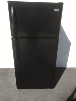 Frigidaire Refrigerator $230 free delivery for Sale in Lake Forest, CA
