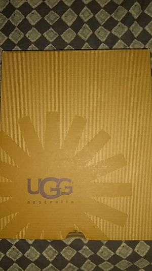 UGG K MAPLE size 6 for Sale in Bronx, NY