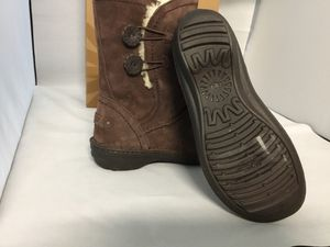 Ugg kimbra brown waterproof suede size 8,9 for Sale in San Francisco, CA