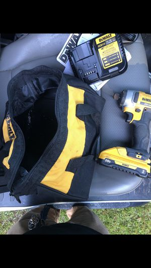 20 v dewalt impact with battery, charger and bag for Sale in Albany, GA