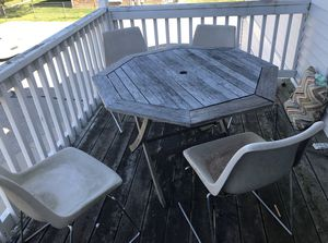 Out door food table with 4 chairs for Sale in Mount Pleasant, MI