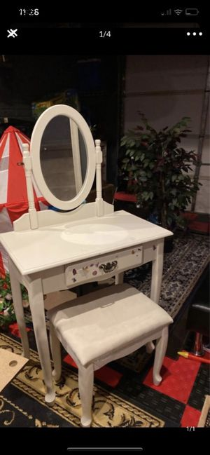 Vanity mirror with stool for $110 for Sale in Herndon, VA