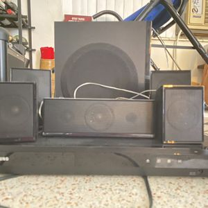 Samsung 5.1 Channel 1000w Wired Home theater HT-D550 for Sale in Miami, FL