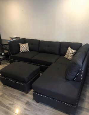 New in box black sectional sofa// ottoman included// reversible chaise for Sale in Norwalk, CA