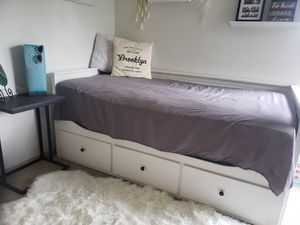 Three drawer pull out day bed Twin for Sale in Vancouver, WA