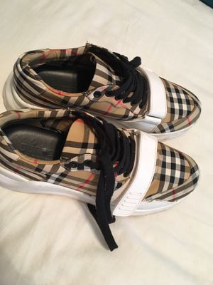 Men's Burberry Shoes Size -9 for Sale in Dallas, TX