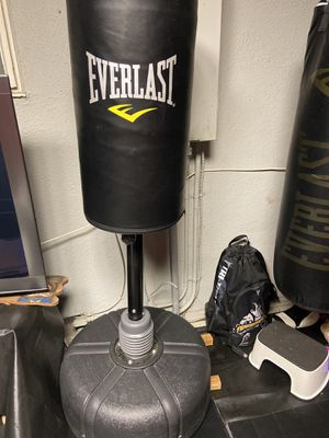 Everlast free standing punching bag for Sale in Whittier, CA
