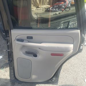 yukon ,tahoe rear passanger glass,door handles,stock speaker,door panel take the whole door for Sale in Compton, CA