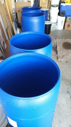 55 gallons heavy duty plastic Trump's open LIDS and close for Sale in Rancho Cucamonga, CA
