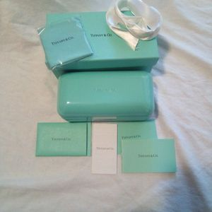 Tiffany Large Sunglasses Box with Accessories Great Condition for Sale in Moreno Valley, CA