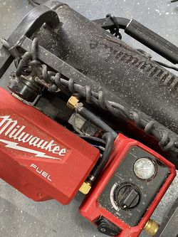 Battery powered 2 gallon Milwaukee air compressor for Sale in Vancouver,  WA
