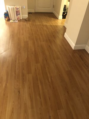 LaminatedWood floor panels for 1100 ft for Sale in Miami, FL