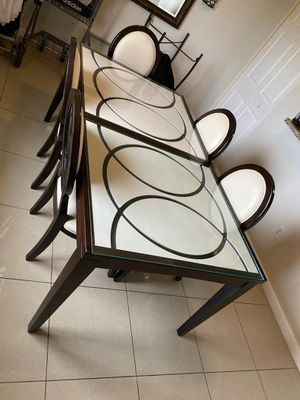 Dining room table and 5 chairs for Sale in Miami, FL