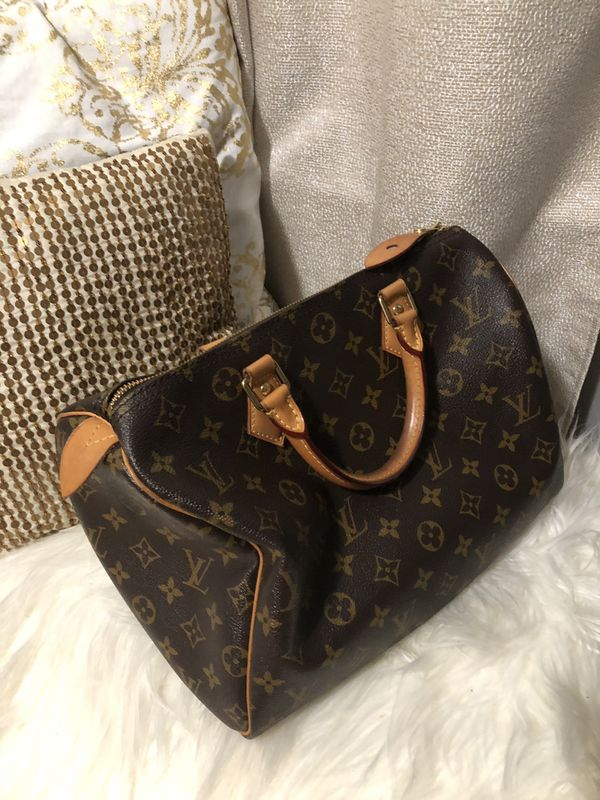 In amazing condition LV speedy 30 comes with box/dust bag and keys