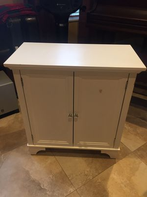 3-foot tall Table/armoir for storing, missing a shelf for Sale in Miami, FL