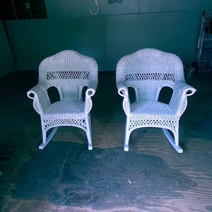 Set of White Wicker Rockers. Freshly Painted. 26x24x36. Seat height 17 for Sale in Denver, NC