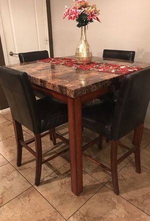 4 seater table in very good condition for Sale in Laveen Village, AZ