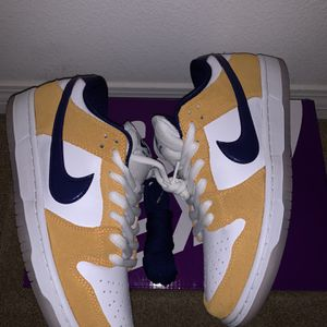Nike Dunk (shoot offers) for Sale in Silverado, CA