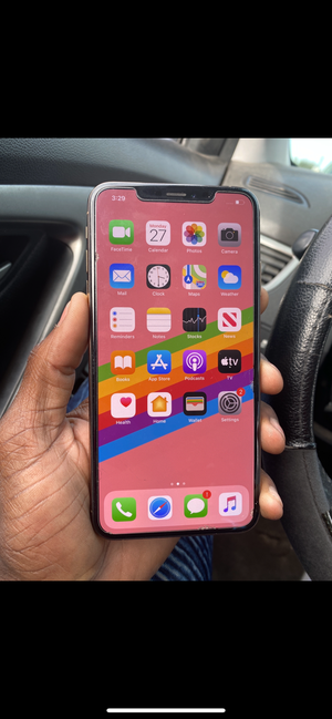 Iphone 11 pro max unlocked for Sale in Kissimmee, FL