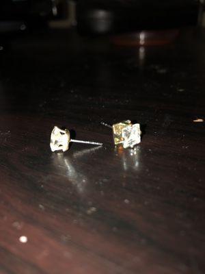Diamond earrings want 250$ for Sale in Presto, PA