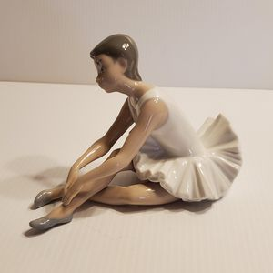 Vintage NAO by Lladro Figurine Ballerina Stretching sitting. Made in Spain. for Sale in San Jose, CA