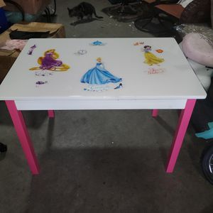 Kids princess table no chairs for Sale in Columbus, OH