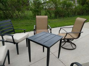 Patio furniture 6 chairs, ottoman and coffee table for Sale in Brecksville, OH