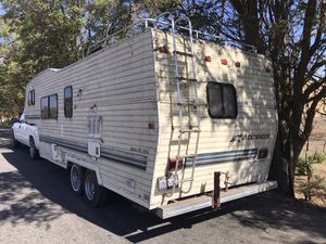 Vacationeer 5th Wheel trailer livable for Sale in Fresno, CA