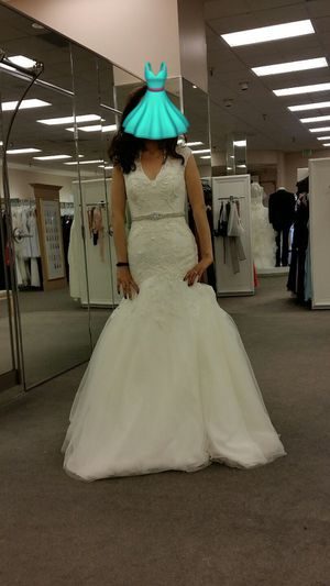 Wedding dress with crinoline size 4p for Sale in Pico Rivera, CA