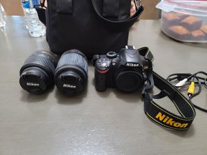 Nikon D3200 Like New, comes with 2 zoom lenses and carrying case for Sale in VLG WELLINGTN, FL