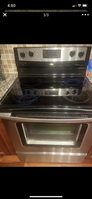 Whirlpool Stove free for Sale in Upper Marlboro, MD